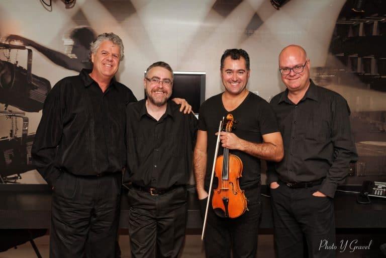 René Roulx (percussionniste), François Couture (guitariste), Philippe Amyot (violoniste) et François Moisan (contrebassiste)